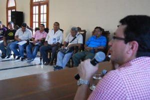 Caicedo con comerciantes estacionarios en 2012
